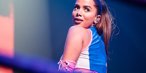 Anitta, Brazilian singer on the stage and turn her head to face the crowd