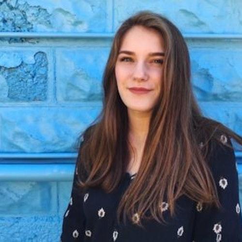 Foto de perto de Ali Cohen, consultora adolescente da classe 2018-2019
