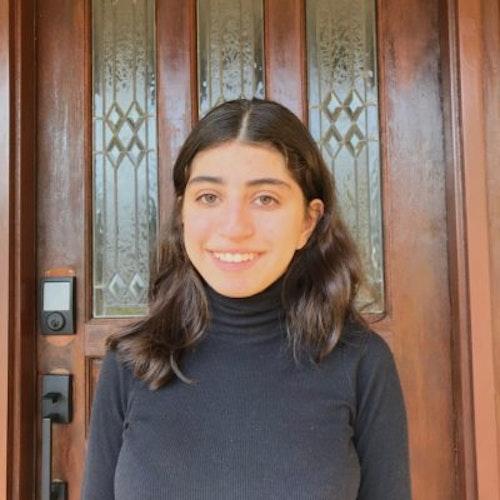 Foto de perto de Aya Labban, consultora adolescente da classe 2018-2019