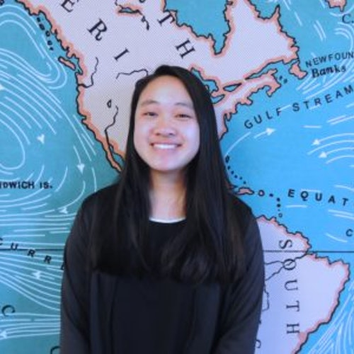 Foto de perto de Connie Wu, consultora adolescente de 2017-2018