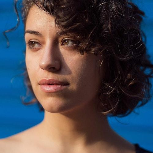Foto em close do rosto de Leticia Bahia, representante regional para o Brasil