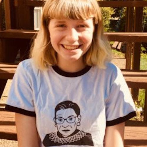 Foto de meio-corpo de Libby Foster, consultora adolescente de 2018-2019