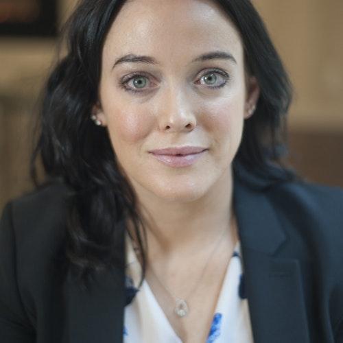 Michelle King, Conselho Consultivo e roteirista da televisão americana (foto de perto)