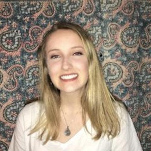 Sawyer Taylor Arnold, consultora adolescente de 2017-2018 (foto de perto, desfocada)
