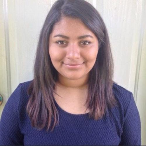 Vanessa Valdez, consultora adolescente de 2015-2016 (foto de rosto). Uma adolescente sorridente olhando para a câmera