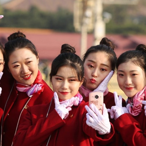 6 girls wearing red and pose for their selfie