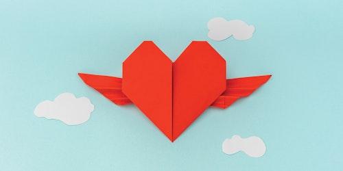 带翅膀的爱心折纸