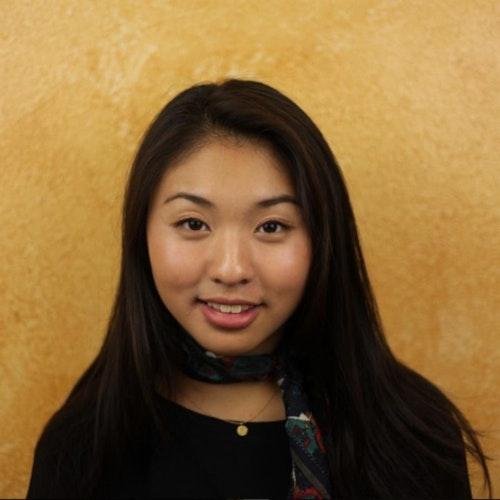 Grace Wong, consultora adolescente de 2015-2016 (foto de rosto), sorridente olhando para a câmera